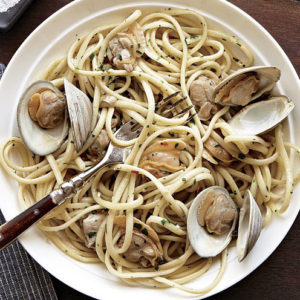 Spaghetti & Clams with Garlic Sauce